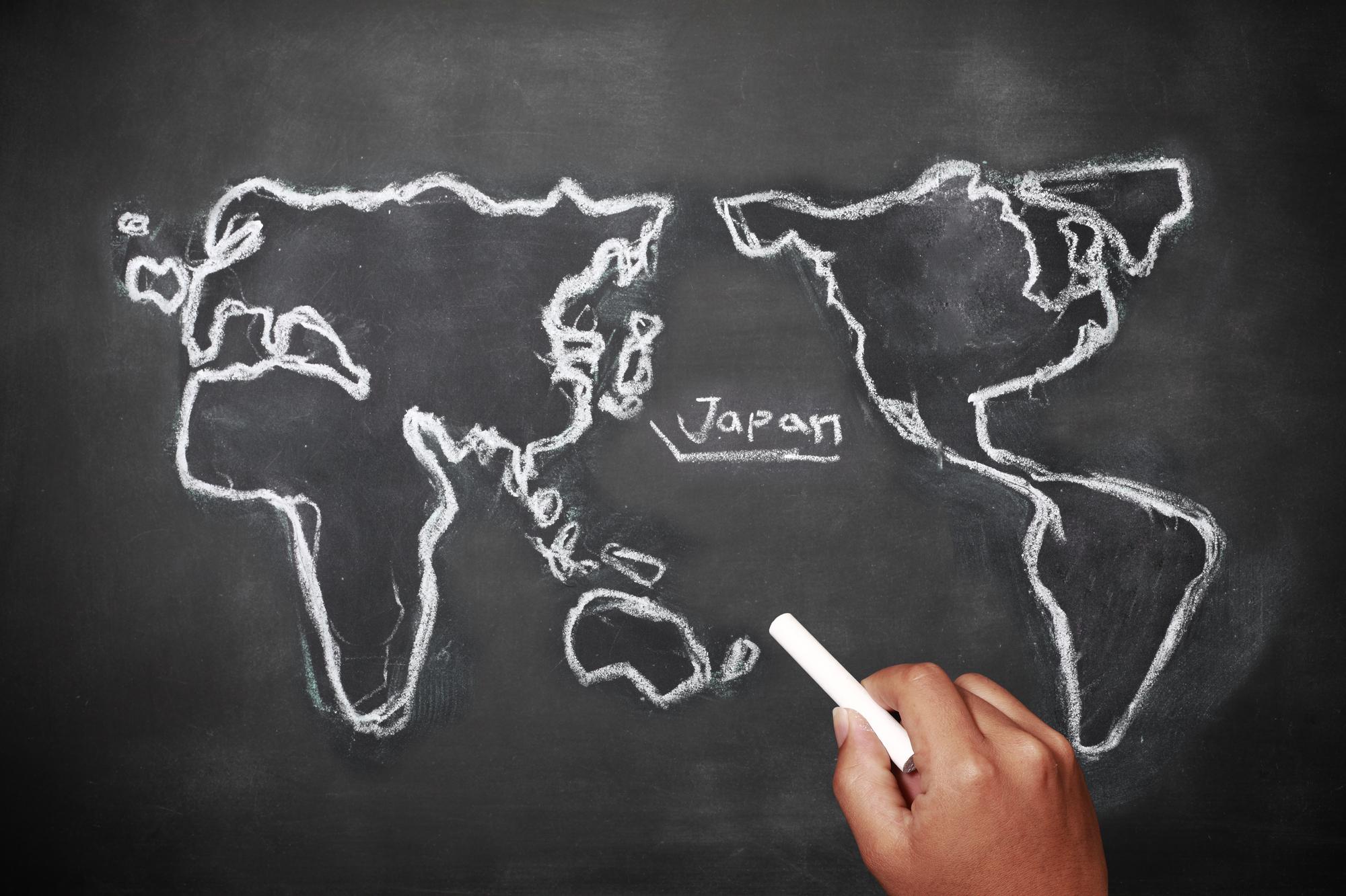 黒板に書いた世界地図