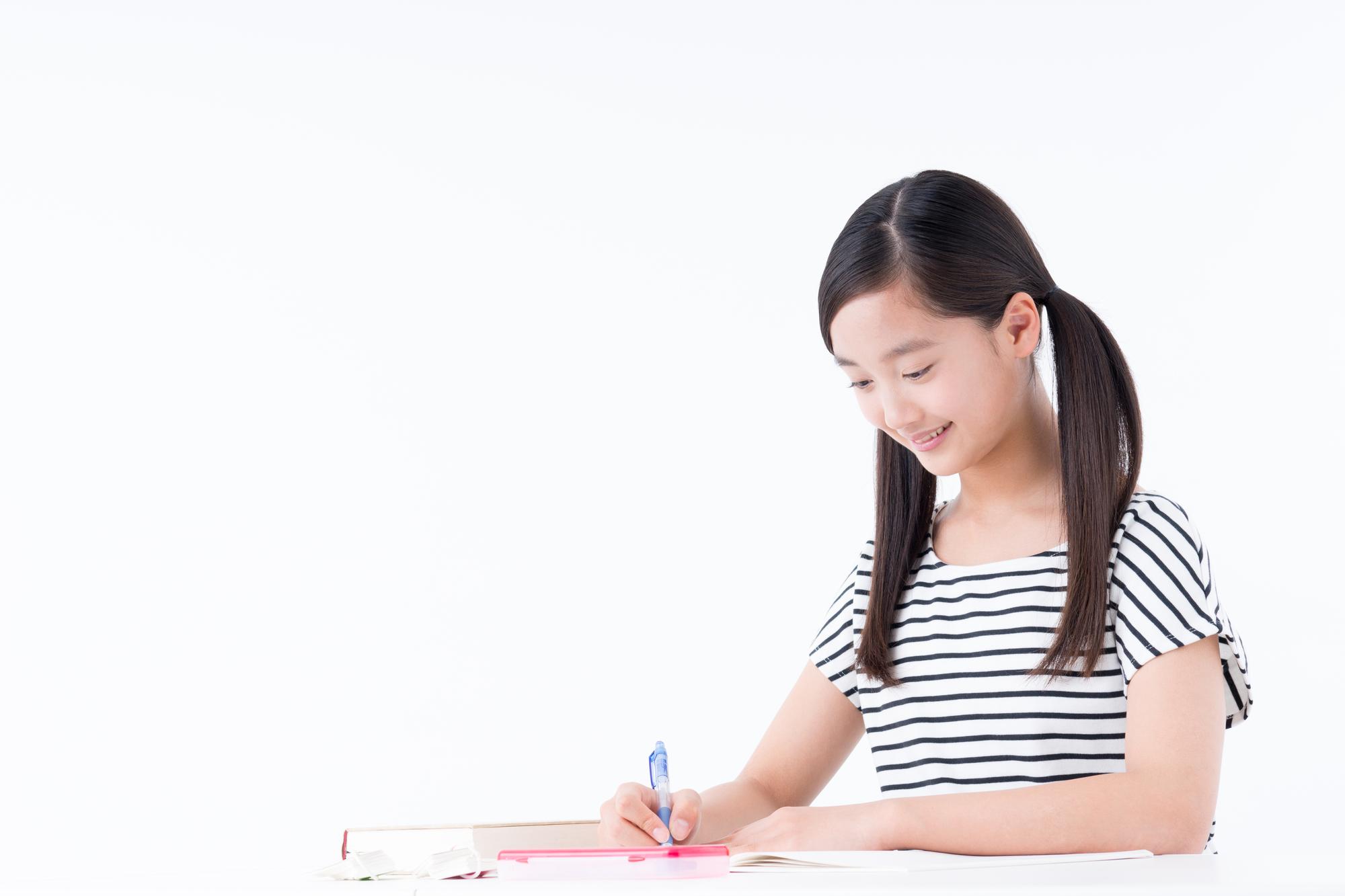 勉強する中学1年生